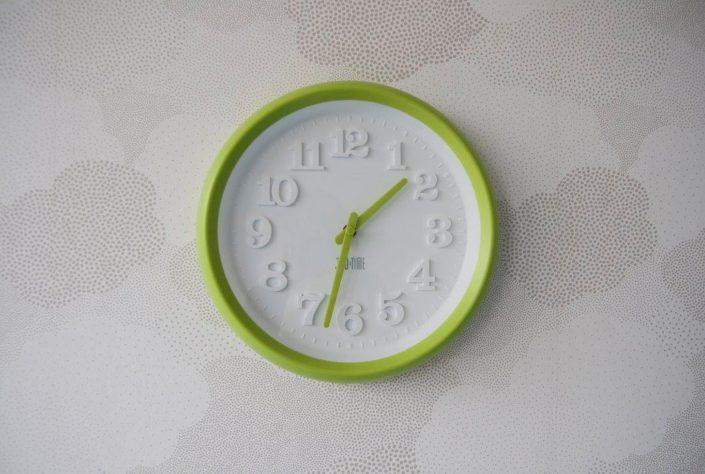 Zelené plastové hodiny