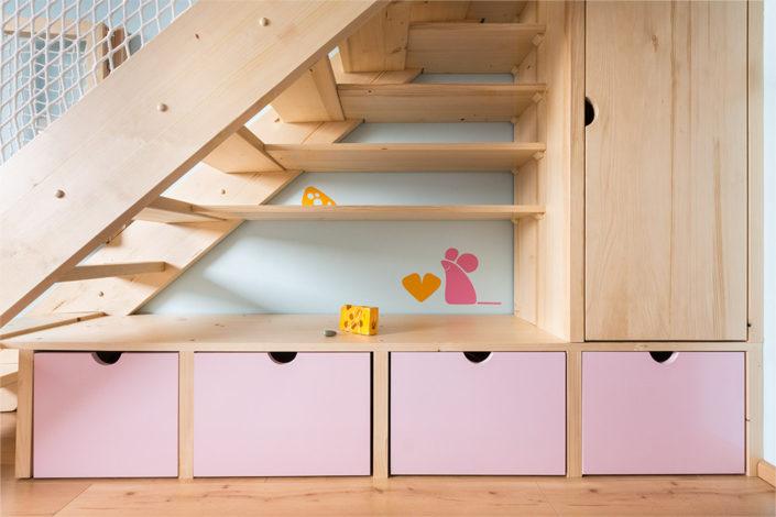 Úložní zásuvky pod schody