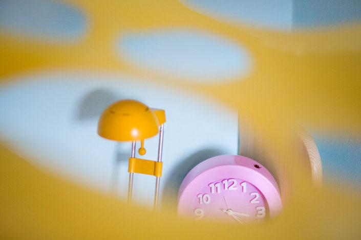 Růžová a žlutá kombinace barevných doplňků